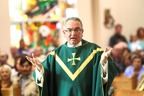 神父・牧師になるには 年収・収入・資格など 職業ガイド